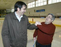 Iñaki Bolea, Presidente del CHH Txuri Urdin saluda a Jose Echevarria, anterior Presidente del otro club vasco, el GA Gasteiz